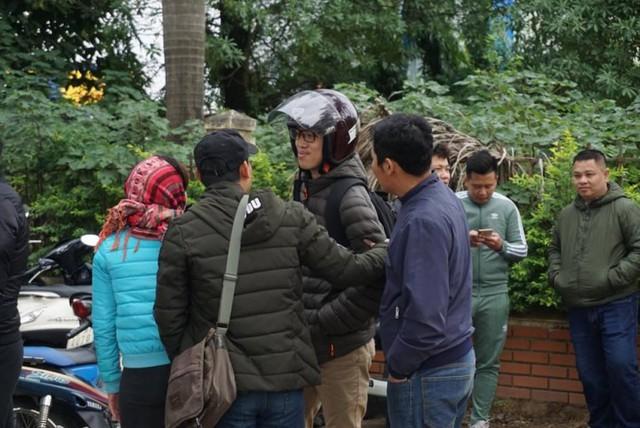 Người hâm mộ nhận vé xem trận chung kết Việt Nam gặp Malaysia cầm chưa ấm tay, nhiều 'cò' đã chèo kéo mua cao gấp 10 lần giá gốc - Ảnh 1.