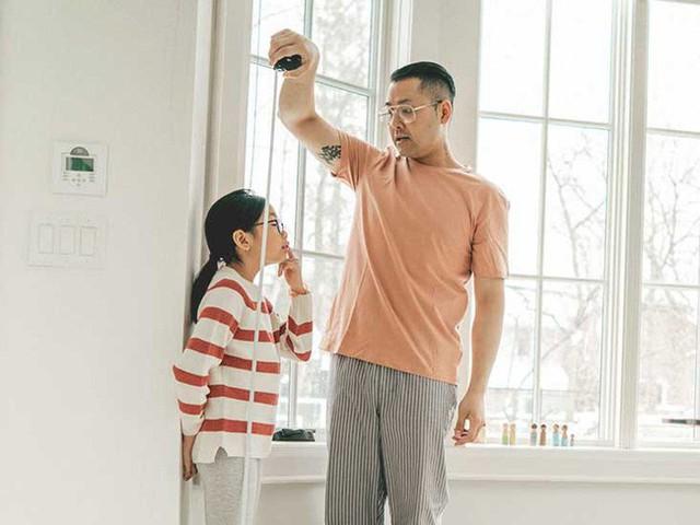 Tương lai con có cao lớn không, đây là 3 bộ phận bố mẹ nhìn vào có thể dự đoán được chiều cao của trẻ - Ảnh 1.