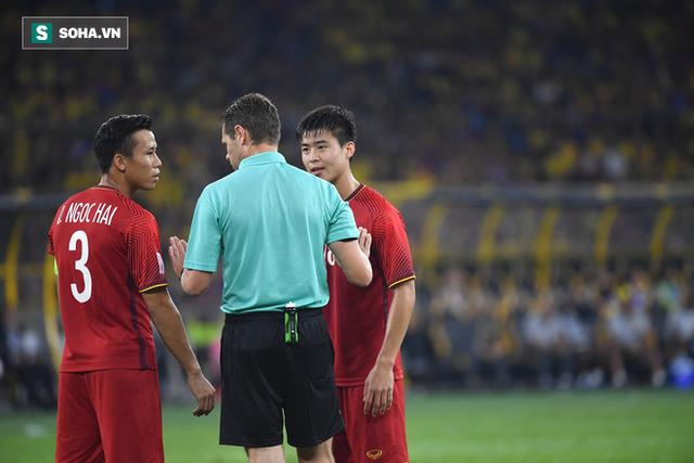 Quế Ngọc Hải chưa bình phục chấn thương sau pha vào bóng của cầu thủ Malaysia - Ảnh 1.