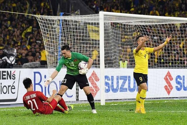 Bùi Tiến Dũng có thay thế Đặng Văn Lâm trong trận chung kết lượt về AFF Cup 2018? - Ảnh 1.