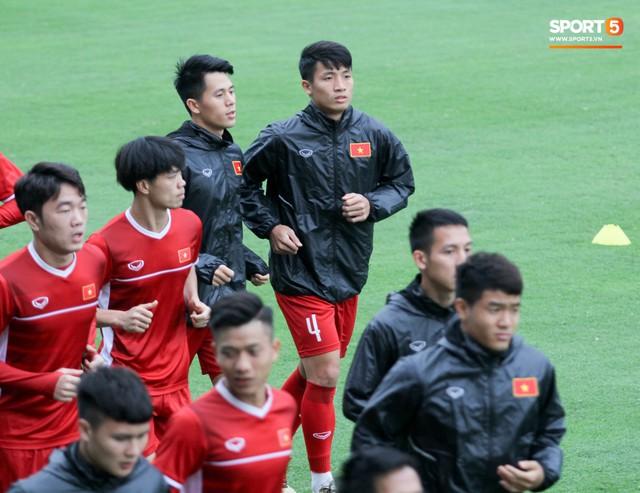 Mạnh gắt bị nhắc nhở trước toàn đội vì pha đánh nguội đội trưởng Malaysia - Ảnh 12.