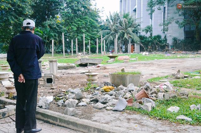 Chùm ảnh bên trong công viên lọt top 10 đẹp nhất Hà Nội: Rác thải, kính vỡ ngập ngụa lối đi - Ảnh 3.