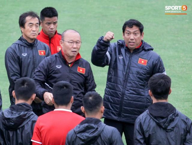 Mạnh gắt bị nhắc nhở trước toàn đội vì pha đánh nguội đội trưởng Malaysia - Ảnh 4.