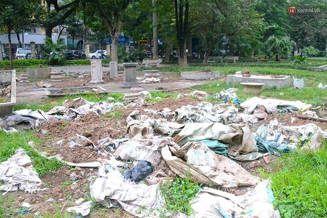 Chùm ảnh bên trong công viên lọt top 10 đẹp nhất Hà Nội: Rác thải, kính vỡ ngập ngụa lối đi - Ảnh 4.