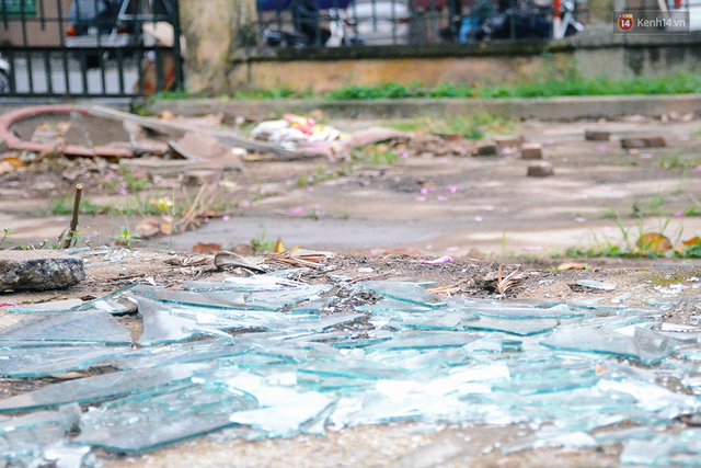 Chùm ảnh bên trong công viên lọt top 10 đẹp nhất Hà Nội: Rác thải, kính vỡ ngập ngụa lối đi - Ảnh 5.