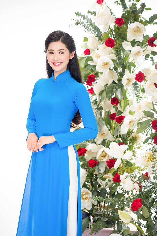 Nữ tiếp viên hàng không xinh đẹp gây bão mạng khi chụp ảnh cùng đội tuyển Việt Nam, tiết lộ bất ngờ về Quang Hải - Ảnh 5.