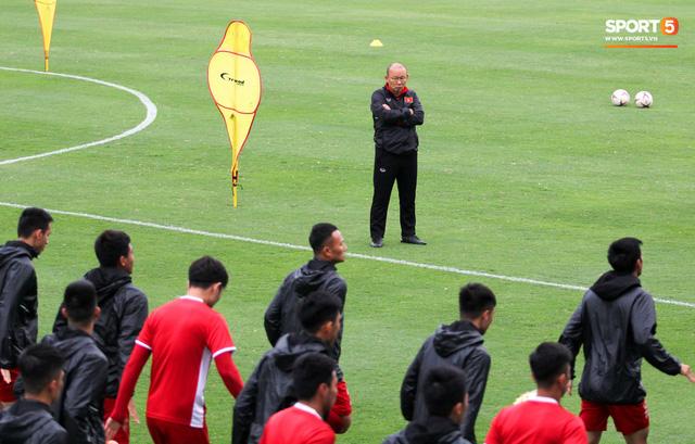 Mạnh gắt bị nhắc nhở trước toàn đội vì pha đánh nguội đội trưởng Malaysia - Ảnh 6.