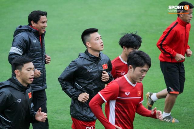 Mạnh gắt bị nhắc nhở trước toàn đội vì pha đánh nguội đội trưởng Malaysia - Ảnh 7.