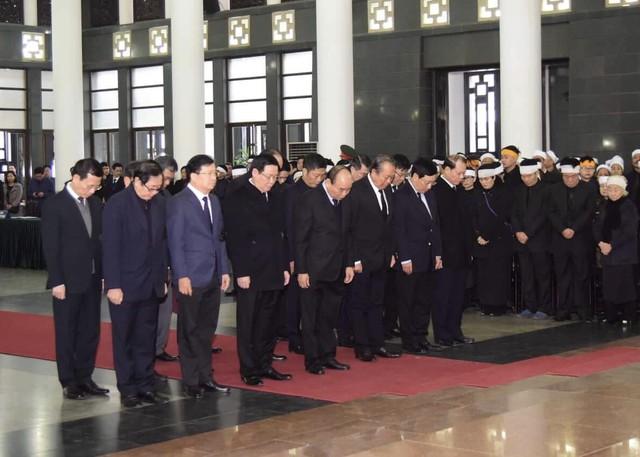 Lãnh đạo Đảng, Nhà nước viếng đồng chí Nguyễn Văn Trân - Ảnh 2.
