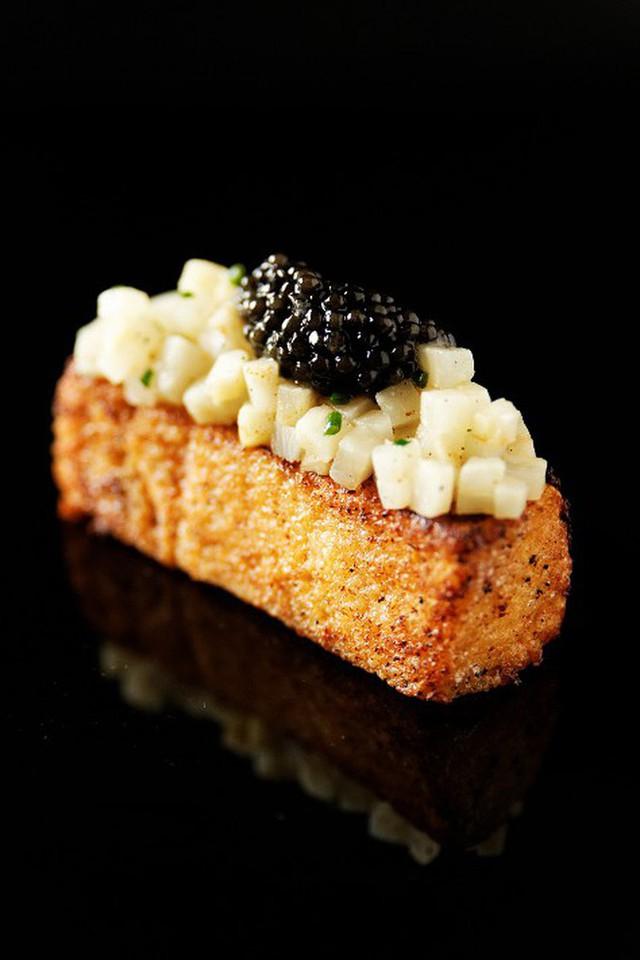 Trứng cá tầm khó chiều đến mức Louis Vuitton phải làm một bộ dụng cụ sang chảnh dùng riêng để ăn món này - Ảnh 5.