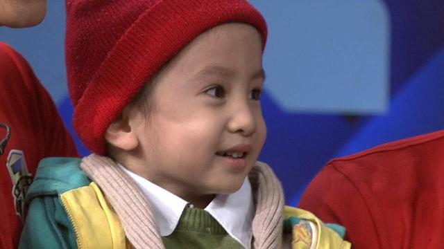 Quang Hải, Đức Chinh bật khóc khi gặp Tôm - cậu bé 4 tuổi bị ung thư não giàu nghị lực - Ảnh 5.