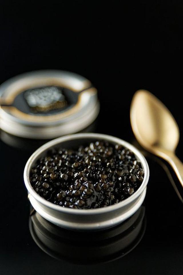 Trứng cá tầm khó chiều đến mức Louis Vuitton phải làm một bộ dụng cụ sang chảnh dùng riêng để ăn món này - Ảnh 6.