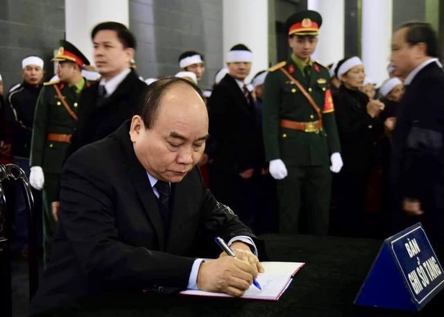 Lãnh đạo Đảng, Nhà nước viếng đồng chí Nguyễn Văn Trân - Ảnh 6.
