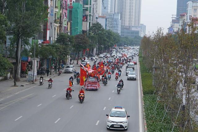 Trước giờ G trận chung kết AFF Cup 2018, đường phố cả nước ngập cờ đỏ sao vàng, tất cả cùng hướng về Mỹ Đình - Ảnh 5.