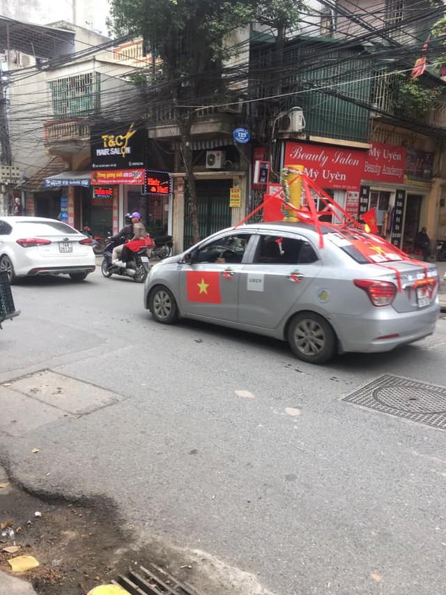 Trước giờ G trận chung kết AFF Cup 2018, đường phố cả nước ngập cờ đỏ sao vàng, tất cả cùng hướng về Mỹ Đình - Ảnh 6.