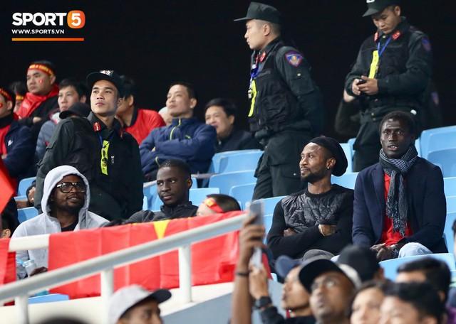 Đồng đội nước ngoài của Duy Mạnh, Quang Hải ở Hà Nội FC đến sân Mỹ Đình cổ vũ đội tuyển Việt Nam - Ảnh 1.