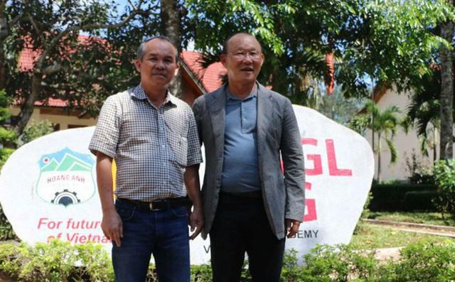 Sau khi ĐT Việt Nam lên ngôi vô địch, HLV Park Hang-seo bay ngay vào Quảng Nam gặp bầu Đức để tri ân - Ảnh 1.