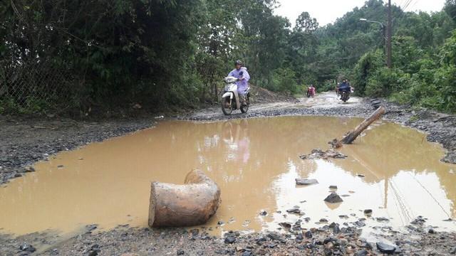 Đà Nẵng: Ám ảnh với 22 km đường ĐT 601 biến thành ao sau mưa lớn - Ảnh 4.