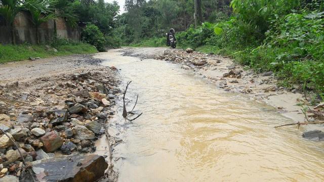 Đà Nẵng: Ám ảnh với 22 km đường ĐT 601 biến thành ao sau mưa lớn - Ảnh 14.