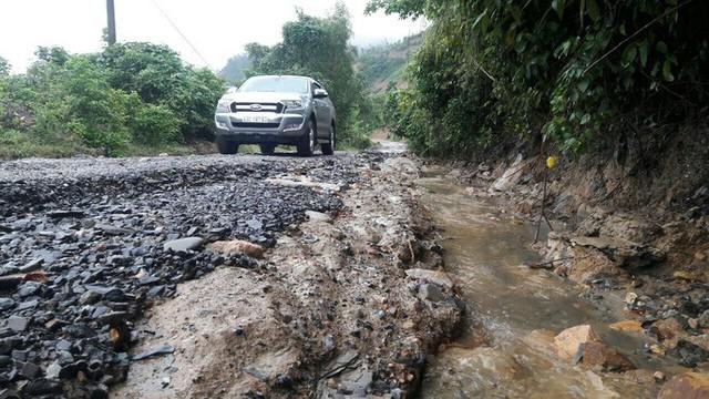 Đà Nẵng: Ám ảnh với 22 km đường ĐT 601 biến thành ao sau mưa lớn - Ảnh 15.