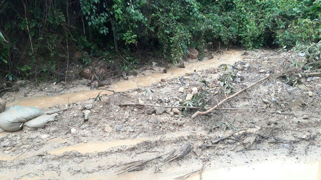 Đà Nẵng: Ám ảnh với 22 km đường ĐT 601 biến thành ao sau mưa lớn - Ảnh 5.
