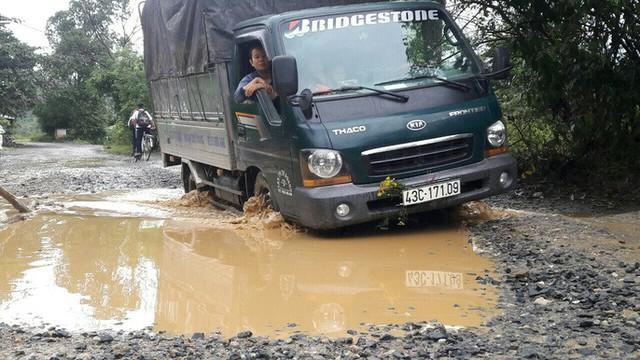 Đà Nẵng: Ám ảnh với 22 km đường ĐT 601 biến thành ao sau mưa lớn - Ảnh 9.