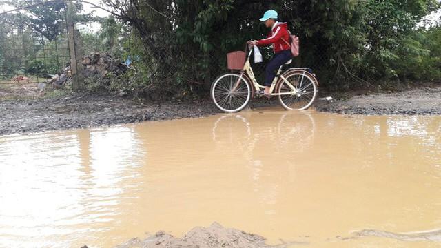 Đà Nẵng: Ám ảnh với 22 km đường ĐT 601 biến thành ao sau mưa lớn - Ảnh 10.