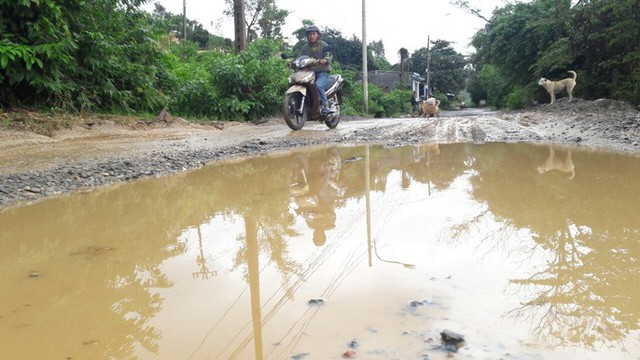 Đà Nẵng: Ám ảnh với 22 km đường ĐT 601 biến thành ao sau mưa lớn - Ảnh 11.