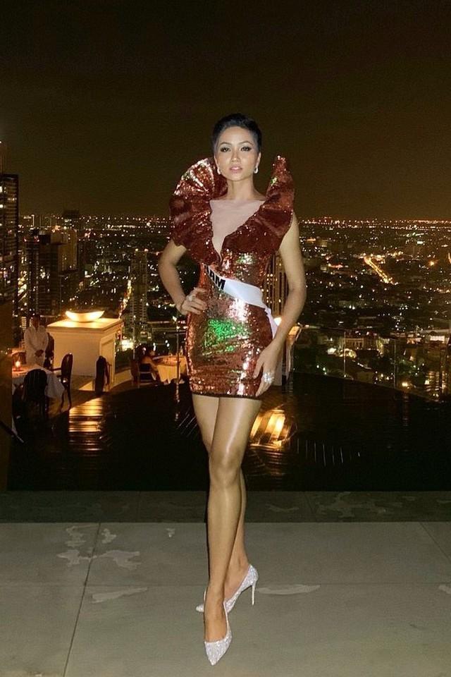 Những hình ảnh đẹp khó quên đưa HHen Niê tới kỳ tích top 5 Miss Universe: Từ bikini tới đầm sequin dạ hội, tất cả đều chinh phục trái tim người hâm mộ!  - Ảnh 10.