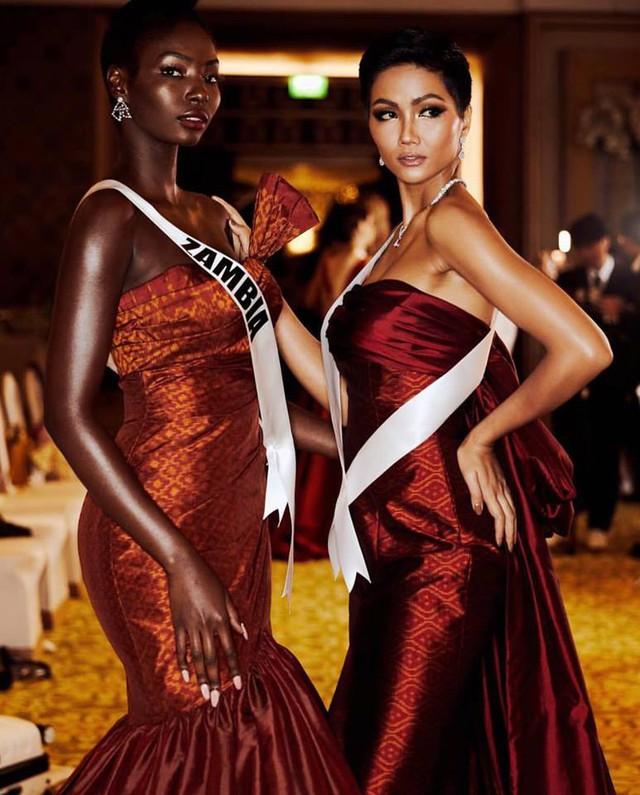 Những hình ảnh đẹp khó quên đưa HHen Niê tới kỳ tích top 5 Miss Universe: Từ bikini tới đầm sequin dạ hội, tất cả đều chinh phục trái tim người hâm mộ!  - Ảnh 11.