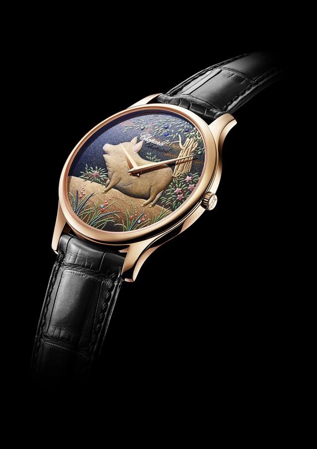Hai mẫu đồng hồ chào đón năm mới Kỷ Hợi chinh phục giới thượng lưu: Biểu tượng lợn vàng xuất hiện đầy ấn tượng!  - Ảnh 1.