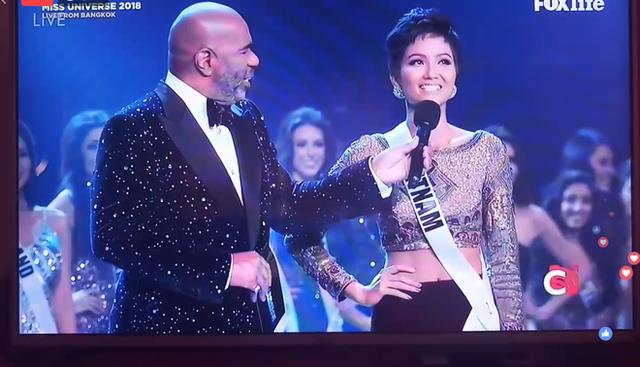 Chung kết Hoa hậu Hoàn vũ 2018: H'Hen Niê vỡ oà khi được gọi tên vào Top 10 - Ảnh 2.