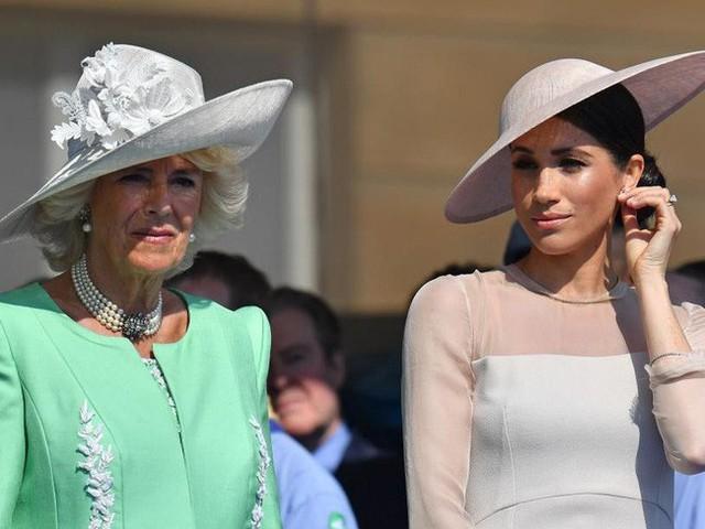 Mối thù hoàng gia mới: Meghan bị mẹ chồng Camilla ghét bỏ, cảm thấy ngứa mắt vì đạo đức giả - Ảnh 3.