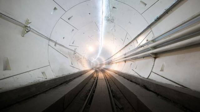 Elon Musk khoe đường hầm siêu tốc, triển khai buổi thử nghiệm đầu tiên với Tesla Model X - Ảnh 1.