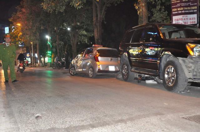 Vụ xe điên Lexus đâm hàng loạt phương tiện: Bánh sau xe chèn qua người tôi lần thứ 2 - Ảnh 1.