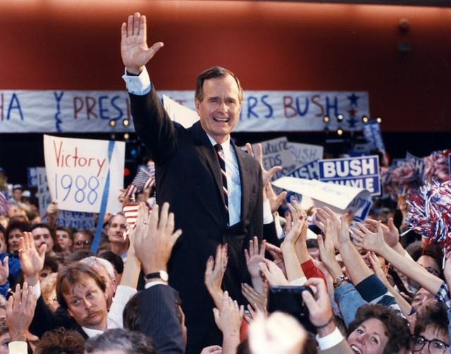 Chỉ làm tổng thống một nhiệm kỳ duy nhất nhưng ông Bush cha giúp định hình nước Mỹ suốt nhiều thập kỷ - Ảnh 2.