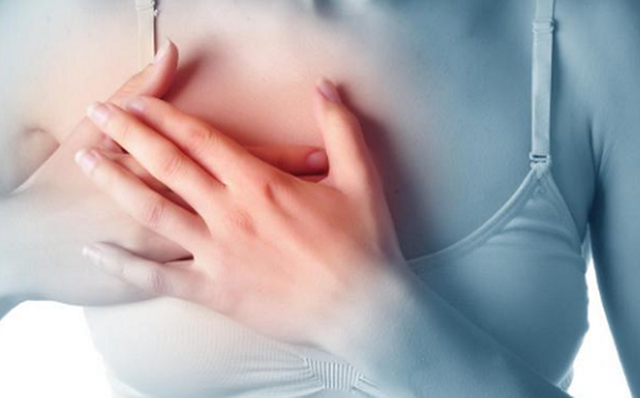 Mẹ và con gái cùng phát hiện ung thư vú trong một tháng từ dấu hiệu ít ai ngờ - Ảnh 1.
