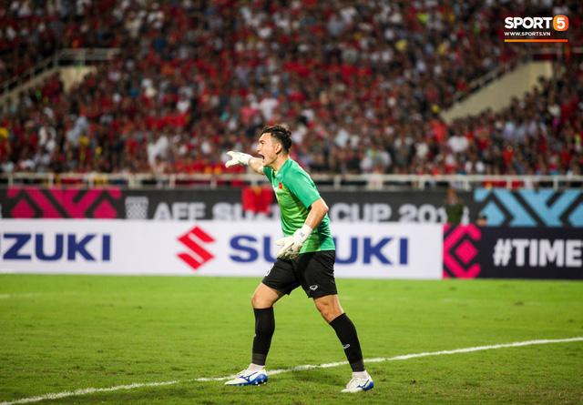 Những nghi thức cầu may của đội tuyển Việt Nam tại AFF Cup 2018 - Ảnh 1.