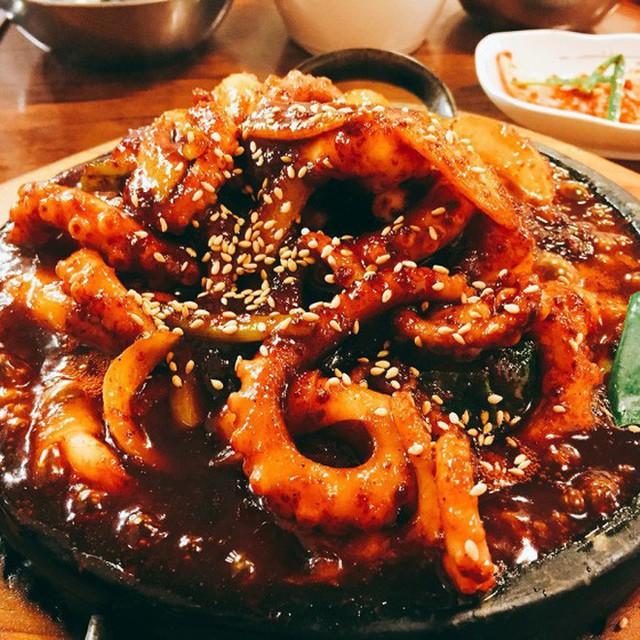 Đang thèm ăn hải sản mà thấy các món bạch tuộc này của Hàn Quốc thì đúng là khó có thể kiềm lòng - Ảnh 13.