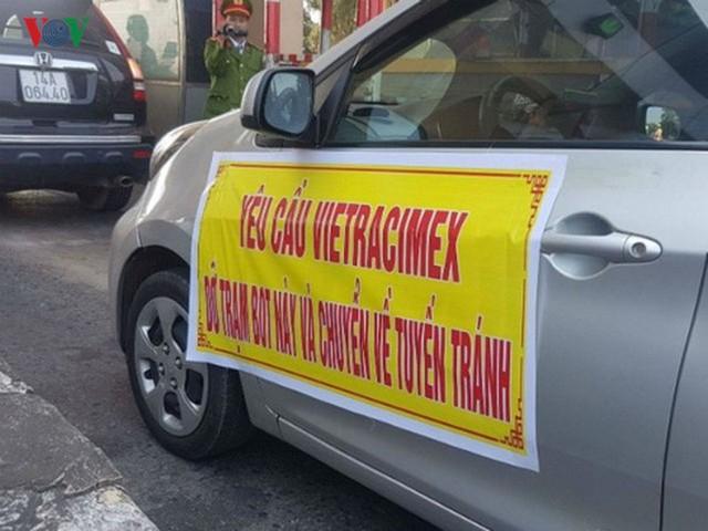 """Hình ảnh trạm BOT Bắc Thăng Long – Nội Bài """"thất thủ"""" do lái xe phản đối - Ảnh 2."""