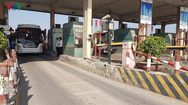 """Hình ảnh trạm BOT Bắc Thăng Long – Nội Bài """"thất thủ"""" do lái xe phản đối - Ảnh 19."""
