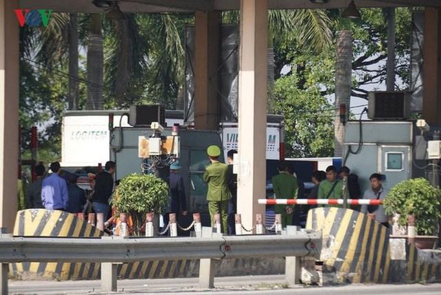 """Hình ảnh trạm BOT Bắc Thăng Long – Nội Bài """"thất thủ"""" do lái xe phản đối - Ảnh 4."""