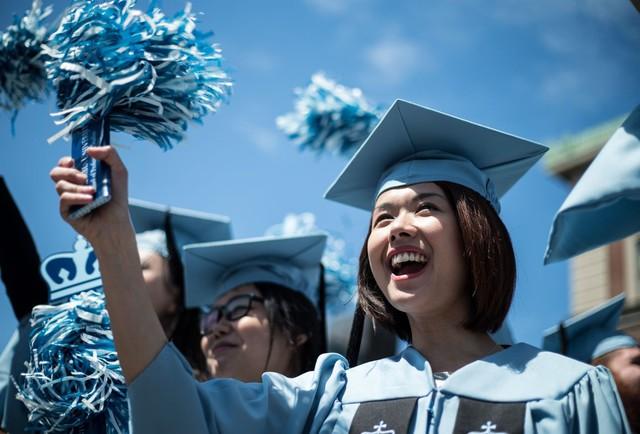 Nghiên cứu chứng minh: Phụ nữ học cao, tốt nghiệp trường danh tiếng kiếm được nhiều tiền nhưng ít có khả năng kết hôn trước tuổi 40 - Ảnh 1.