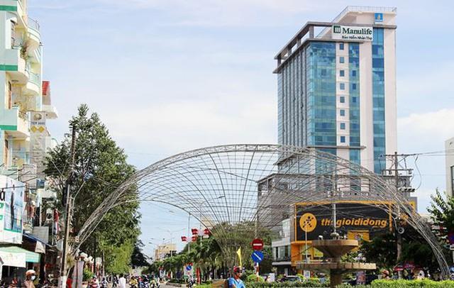 Cận cảnh cao ốc Bạc Liêu Tower xây thời Trịnh Xuân Thanh bị rao bán - Ảnh 1.