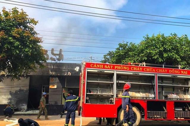 NÓNG: Nhà hàng ở Đồng Nai bốc cháy dữ dội, ít nhất 6 người tử vong - Ảnh 3.