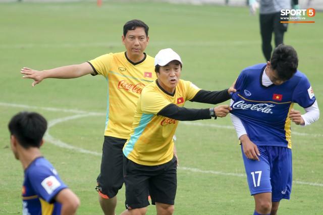 HLV Park Hang-seo quyết liệt uốn nắn các tân binh của tuyển Việt Nam - Ảnh 4.