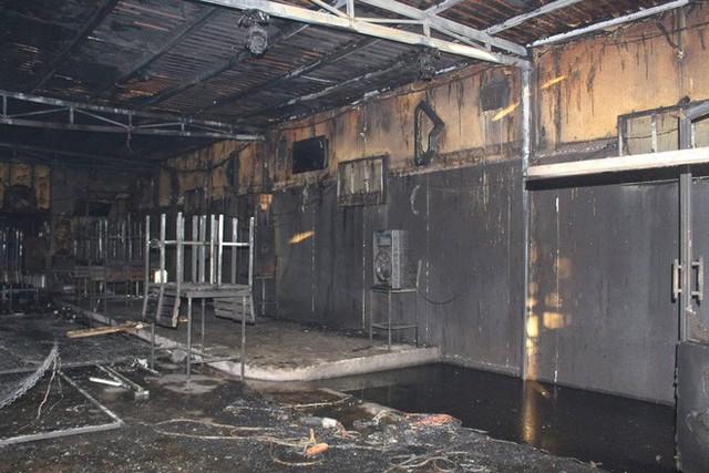 NÓNG: Nhà hàng ở Đồng Nai bốc cháy dữ dội, ít nhất 6 người tử vong - Ảnh 4.
