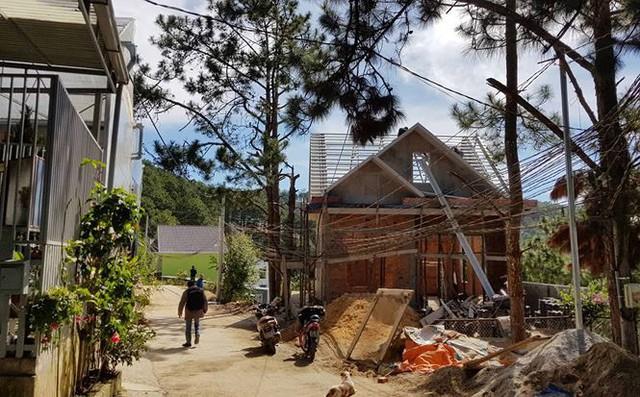 Tháo dỡ hơn 20 căn nhà mọc trên đất lâm nghiệp ở Đà Lạt - Ảnh 1.