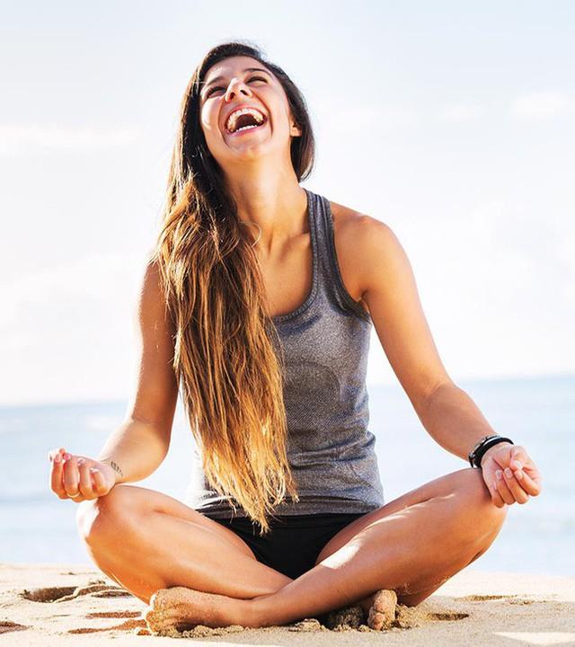 Các tư thế tập yoga giúp giảm stress và ngăn ngừa lão hóa - Ảnh 1.