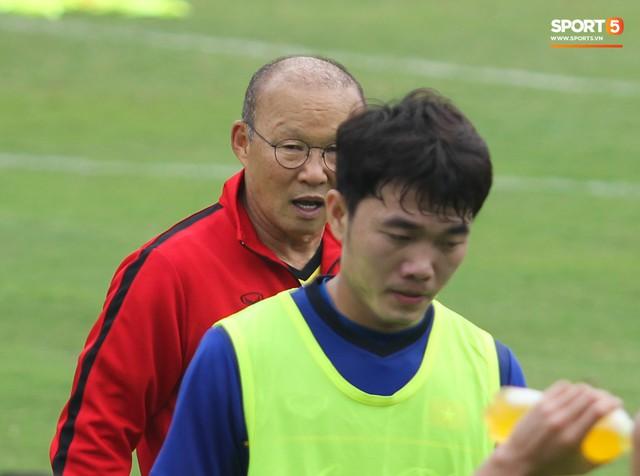 Xuân Trường nỗ lực không ngừng trong buổi tập đầu tiên hướng tới Asian Cup 2019 - Ảnh 3.